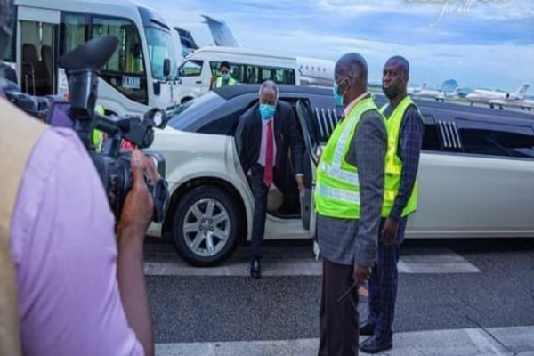Pastor Williams Kumuyi spotted in a new Limousine