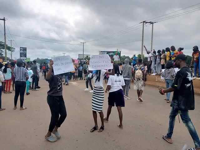 UNIBEN students continue protest school authorities impose additional N20,000